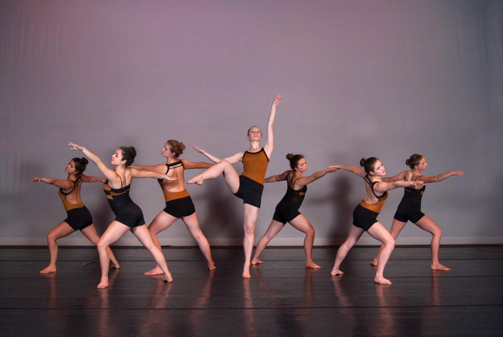 052113-modern-dance-technique-21